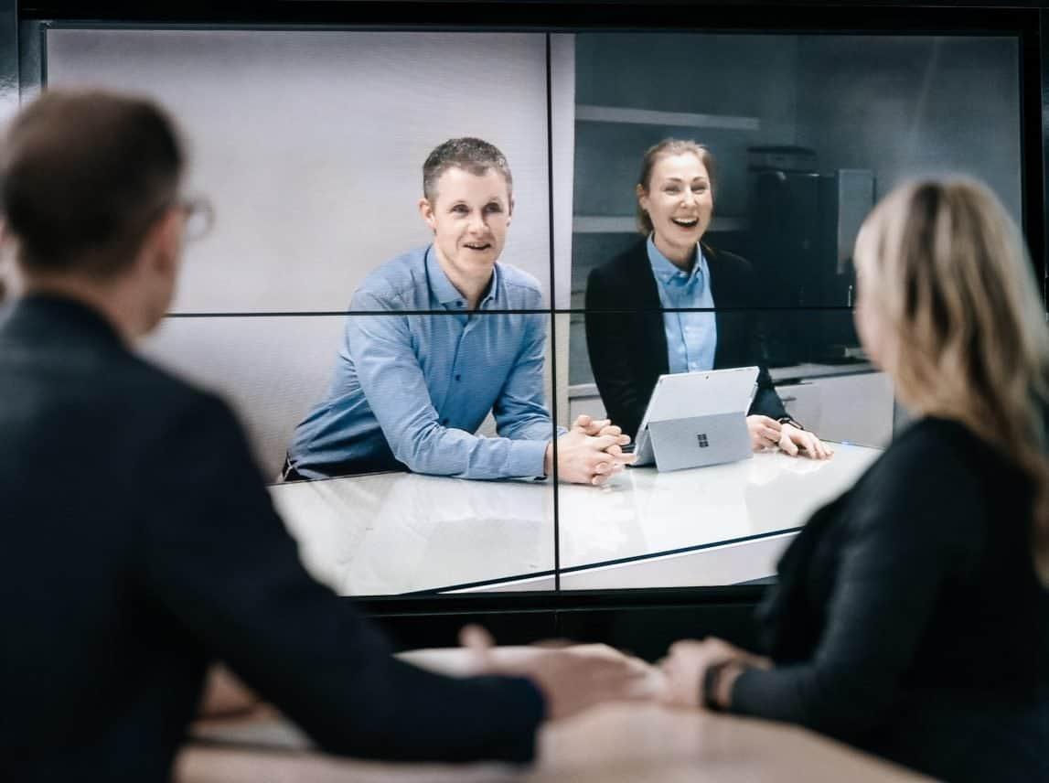 Kinly wil van elke vergaderruimte een samenwerkingstool maken