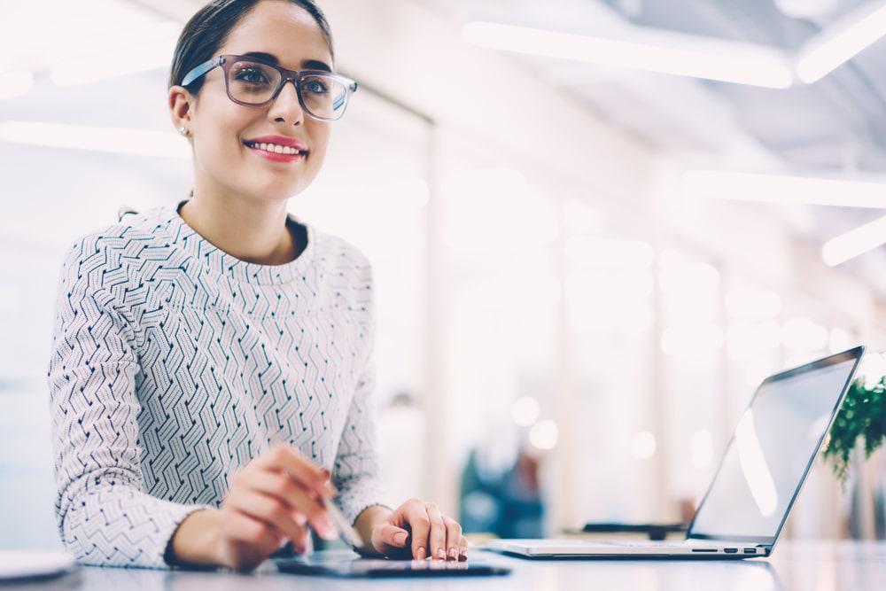 Een tevreden werknemer met de juiste IT-investeringen