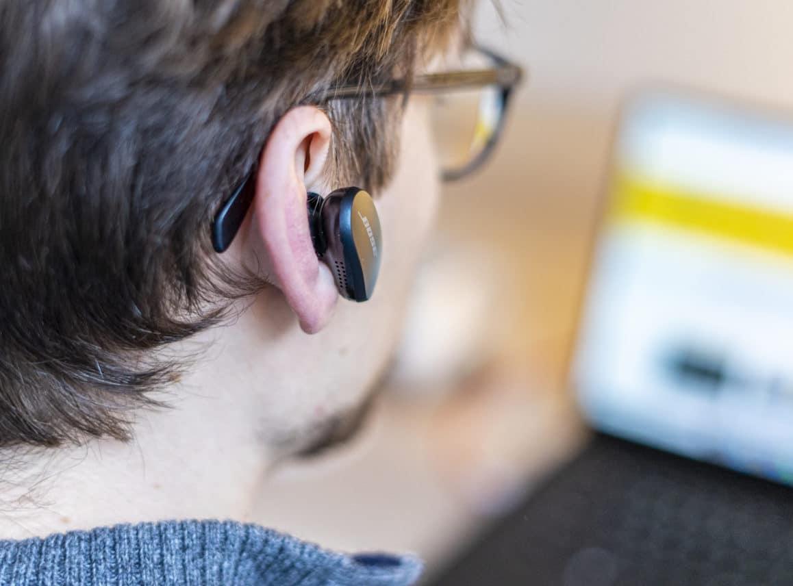 Bose QC Earbuds in oor